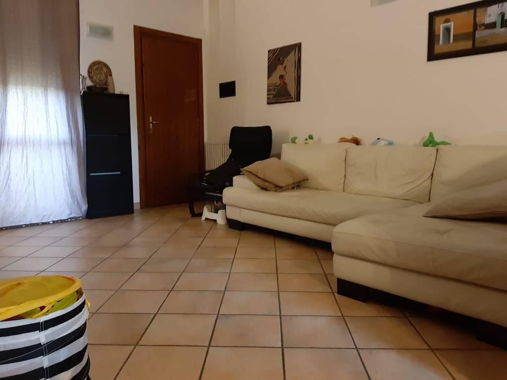 Appartamento in buone condizioni in vendita Rif. 8215372
