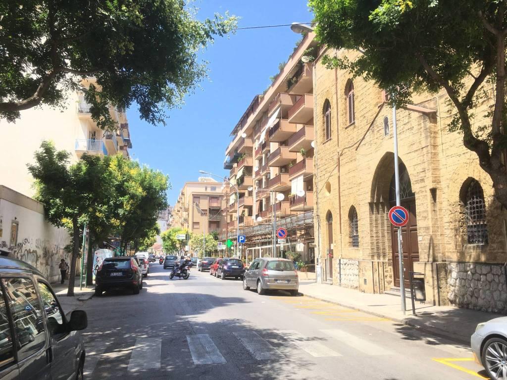 Attivita'-licenza in Affitto a Palermo Centro: 98 mq