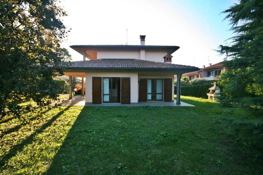 Villa in vendita a Orsenigo, 8 locali, prezzo € 500.000 | PortaleAgenzieImmobiliari.it