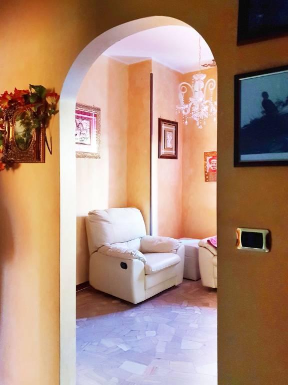 Appartamento in buone condizioni in vendita Rif. 9287479