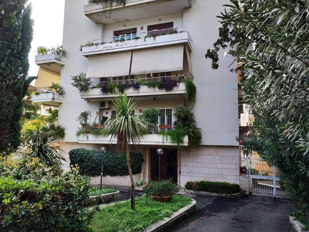 Appartamento in vendita a Roma, 5 locali, zona Zona: 17 . Aventino, San Saba , Piramide, prezzo € 770.000 | CambioCasa.it
