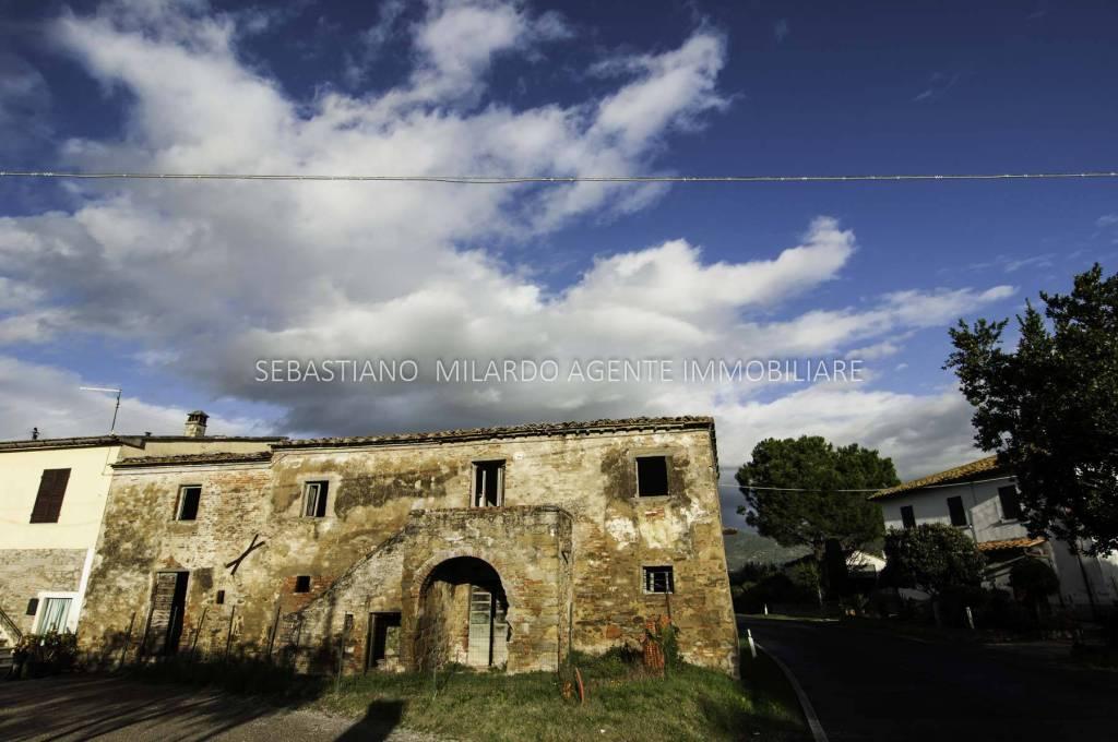 Rustico in Vendita a Cortona Periferia: 260 mq  - Foto 1