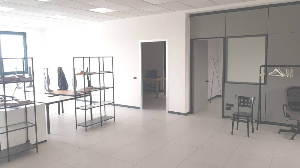 Ufficio / Studio in affitto a Settimo Milanese, 2 locali, prezzo € 1.500   CambioCasa.it