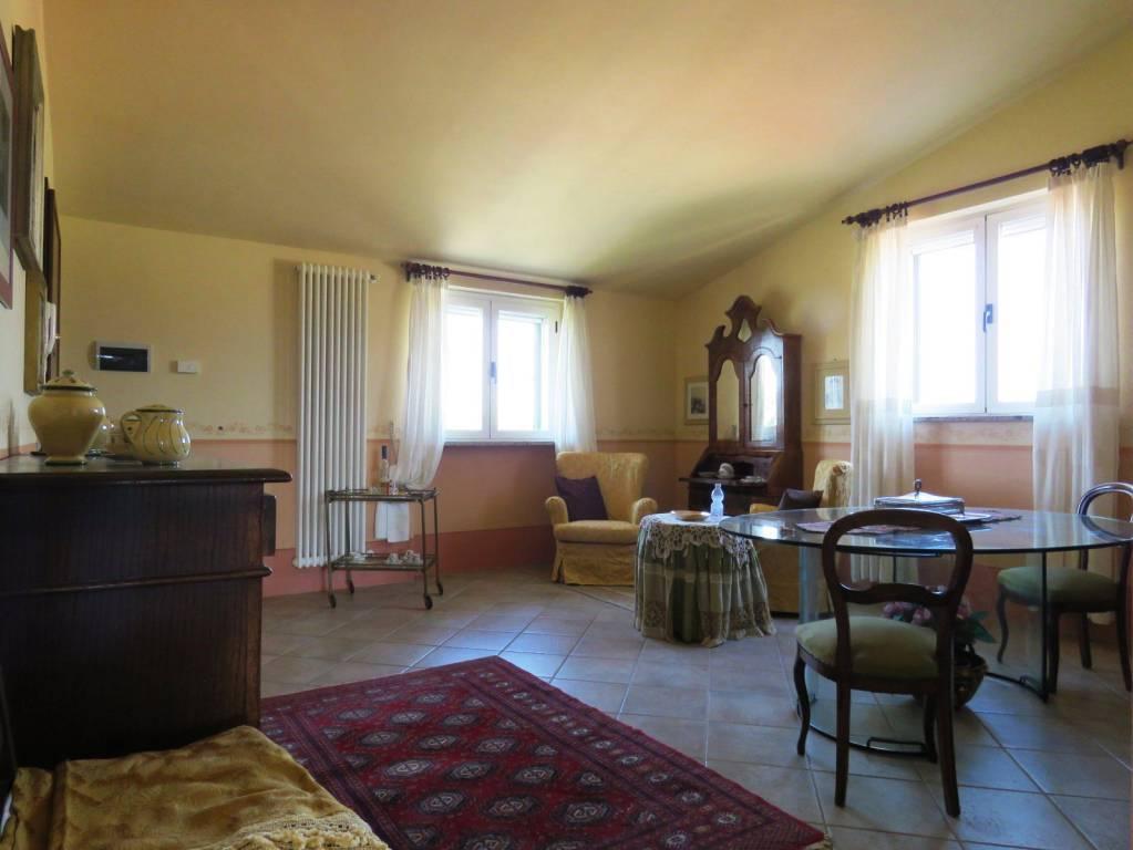 Appartamento in vendita a Cortona, 3 locali, prezzo € 160.000 | CambioCasa.it