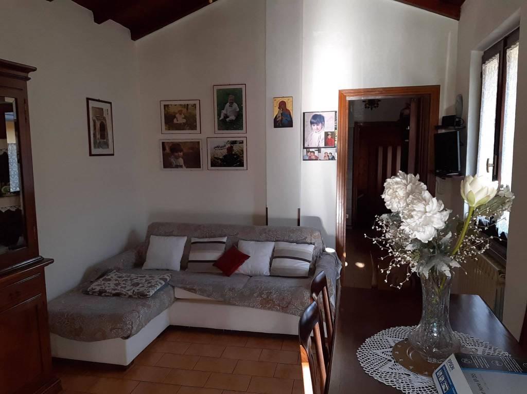 Soluzione Indipendente in vendita a Faloppio, 8 locali, prezzo € 130.000 | PortaleAgenzieImmobiliari.it