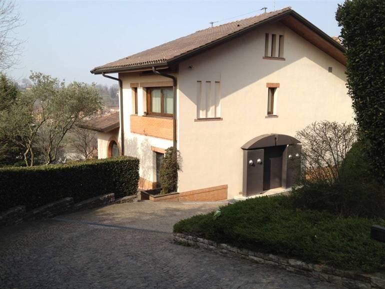 Villa in vendita a Ponteranica, 10 locali, Trattative riservate | PortaleAgenzieImmobiliari.it