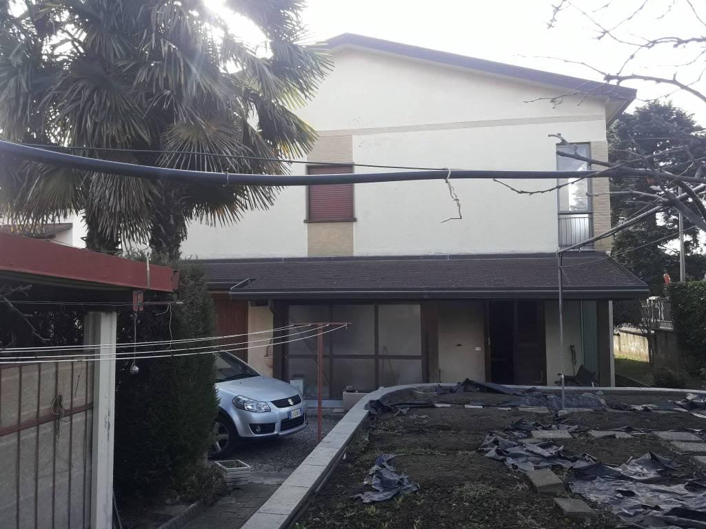 Villa in vendita a Lurate Caccivio, 5 locali, prezzo € 340.000 | PortaleAgenzieImmobiliari.it