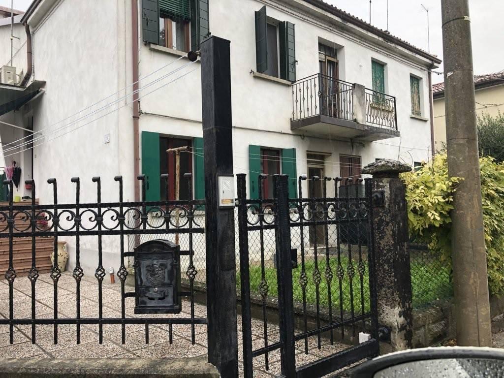 Appartamento in vendita a Venezia, 3 locali, prezzo € 75.000   CambioCasa.it