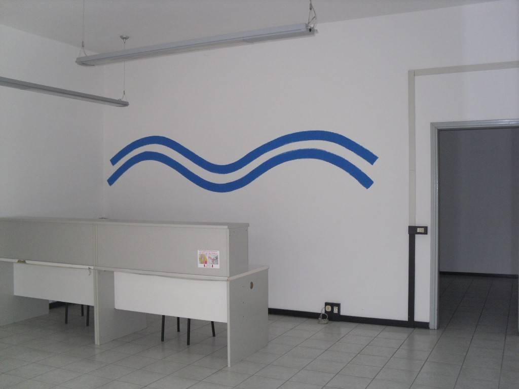 Ufficio / Studio in affitto a Torre Boldone, 2 locali, prezzo € 400 | CambioCasa.it