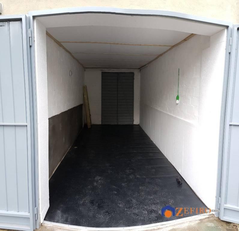 Posto-box auto in Affitto a Bologna Periferia Est: 12 mq