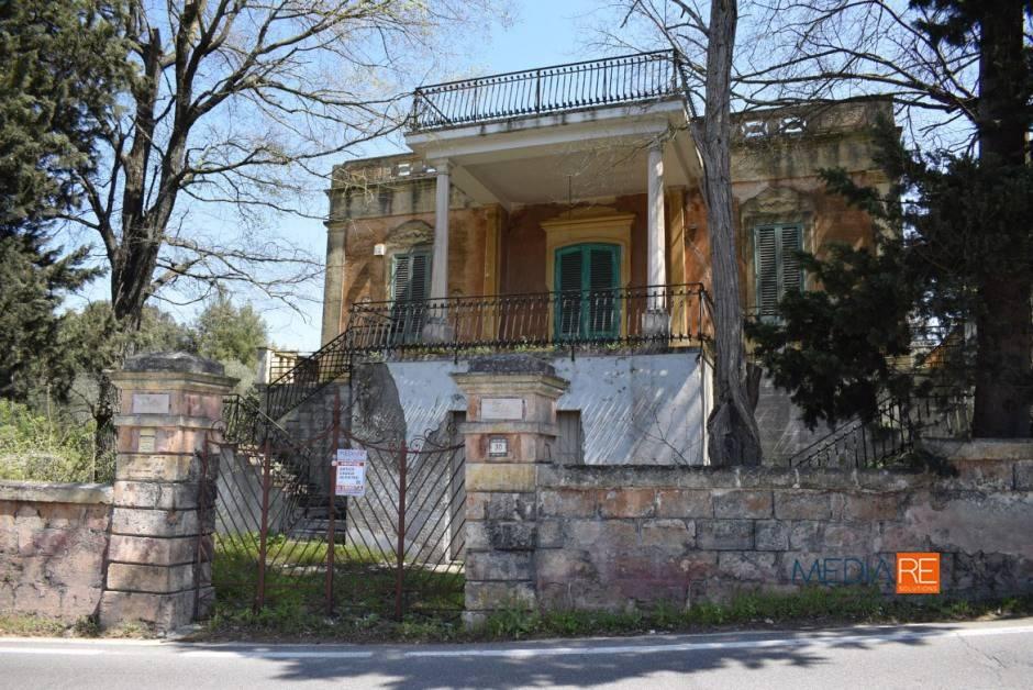 Rustico 6 locali in vendita a Fasano (BR)