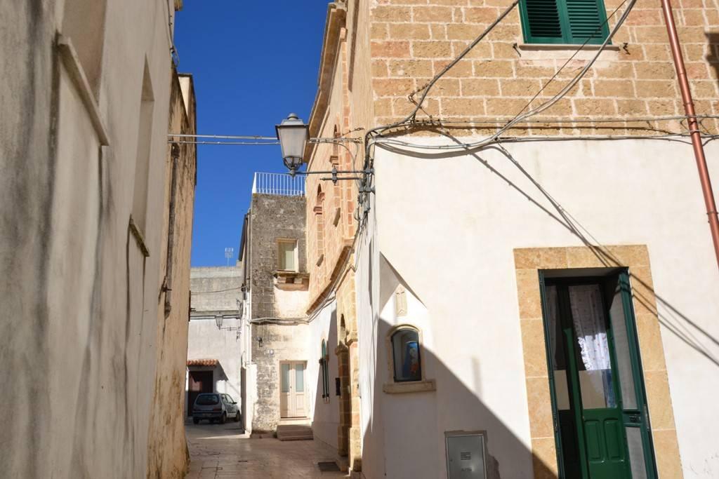 Villa in vendita a Alessano, 3 locali, prezzo € 110.000 | CambioCasa.it