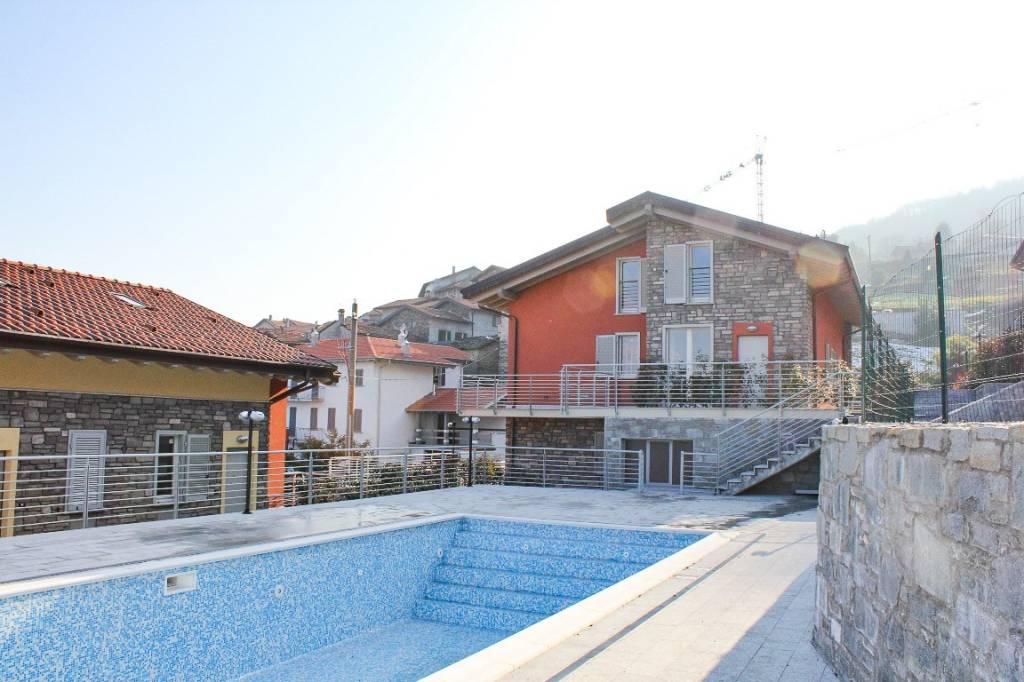 Appartamento in vendita a Pianello del Lario, 3 locali, prezzo € 170.000 | CambioCasa.it
