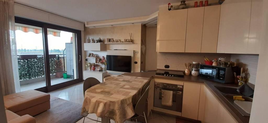 Appartamento in vendita a Peschiera Borromeo, 3 locali, prezzo € 220.000 | CambioCasa.it