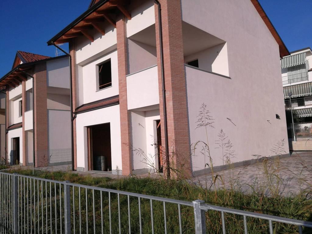 Foto 1 di Villa viale Madonna dei Fiori, Bra