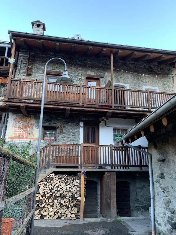 Appartamento in Vendita a Challand-Saint-Anselme: 3 locali, 94 mq