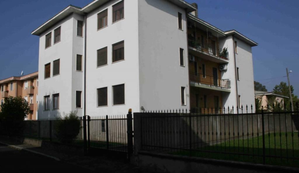 Appartamento in buone condizioni in vendita Rif. 8640209