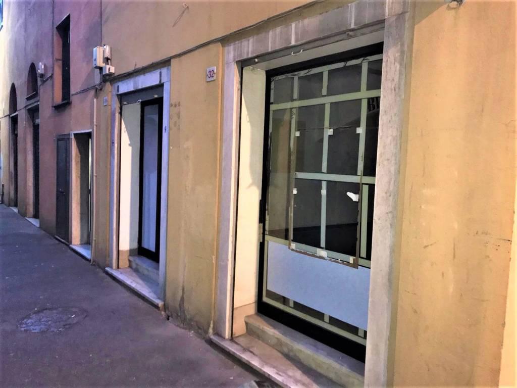 Negozio / Locale in affitto a Genova, 2 locali, zona Zona: 8 . Sampierdarena, Certosa-Rivarolo, Centro Ovest, S.Teodoro, prezzo € 300   CambioCasa.it