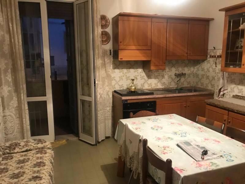 Appartamento in buone condizioni arredato in vendita Rif. 9269372