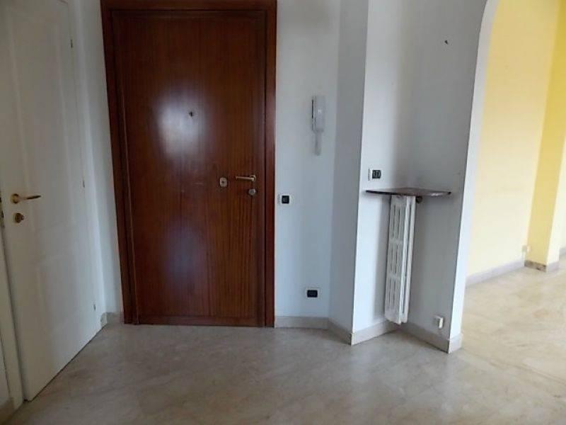 Appartamento in affitto a Cesano Boscone, 2 locali, prezzo € 900 | CambioCasa.it