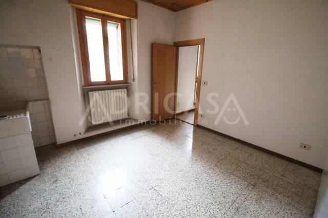 Appartamento in buone condizioni arredato in vendita Rif. 5667741