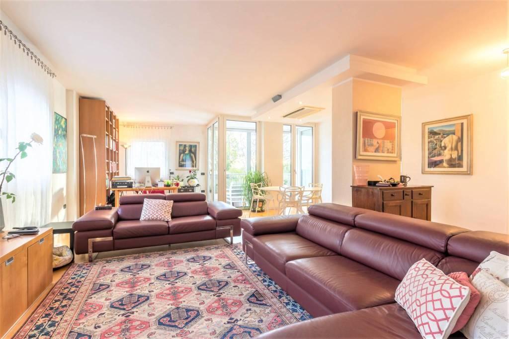 Foto 1 di Appartamento via Alzaia, Treviso