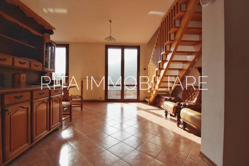Appartamento in buone condizioni in vendita Rif. 6057197