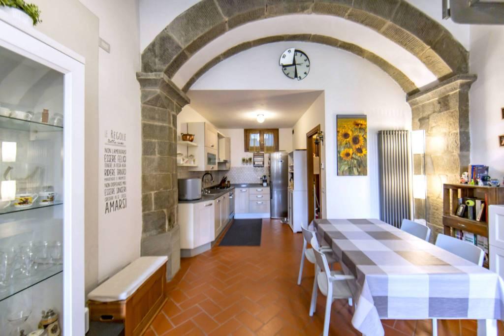 Appartamento in vendita a Pescia, 3 locali, prezzo € 159.000 | CambioCasa.it
