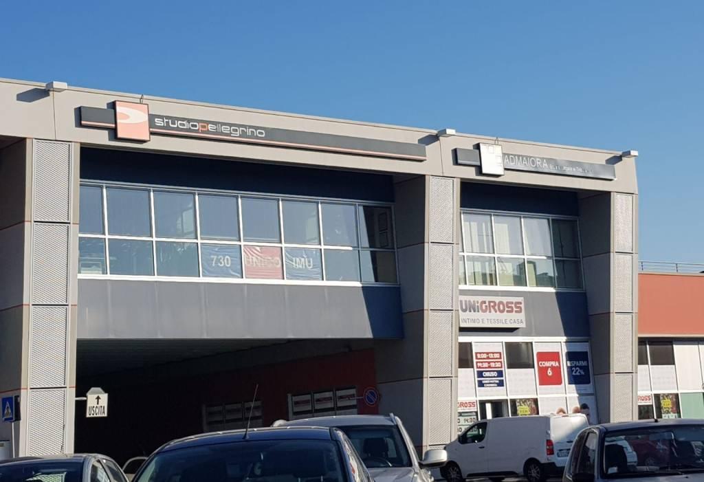 Negozio / Locale in affitto a Osio Sotto, 6 locali, prezzo € 2.500 | CambioCasa.it