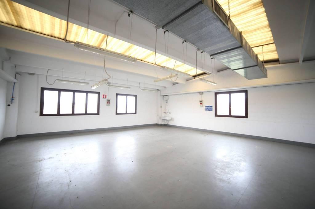 Laboratorio in affitto a Bodio Lomnago, 1 locali, prezzo € 500 | CambioCasa.it