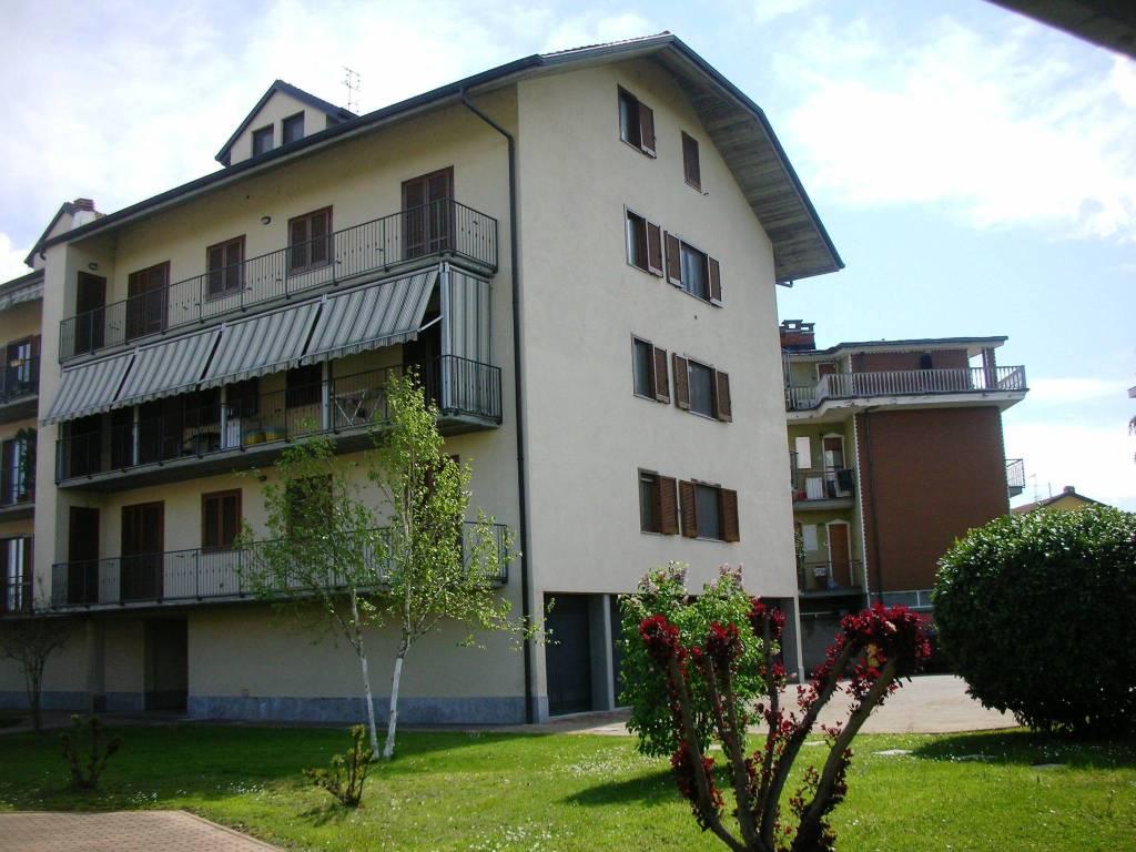 Appartamento in ottime condizioni in vendita Rif. 9155344