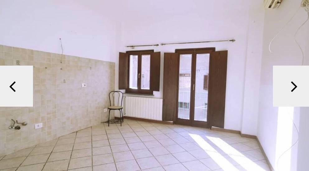 Appartamento in buone condizioni arredato in affitto Rif. 8139393