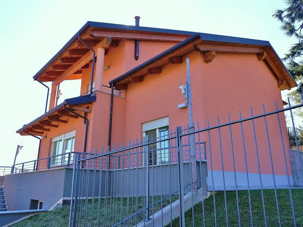 Villa in vendita a Pino Torinese, 6 locali, prezzo € 430.000 | CambioCasa.it