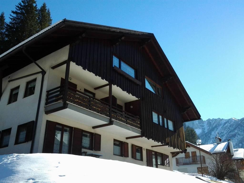 Appartamento in buone condizioni parzialmente arredato in vendita Rif. 9175807