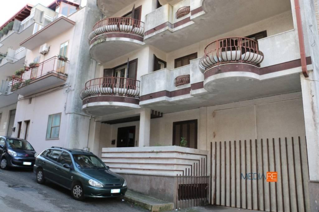 Appartamento con Garage Tavernetta Cortile e Ampio Deposito