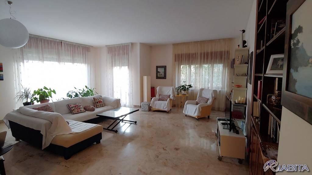 Appartamento in Affitto a Piacenza Periferia Sud: 4 locali, 185 mq