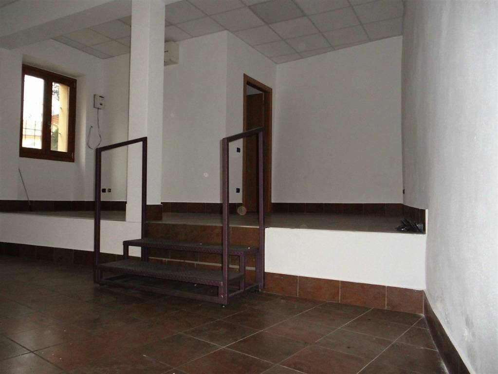 Negozio / Locale in affitto a Scanzorosciate, 1 locali, prezzo € 400   CambioCasa.it