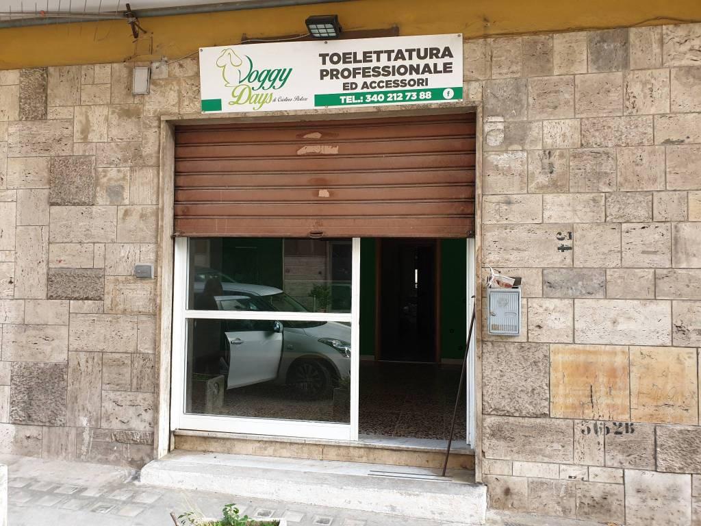 Negozio / Locale in affitto a Avellino, 9999 locali, prezzo € 300 | CambioCasa.it