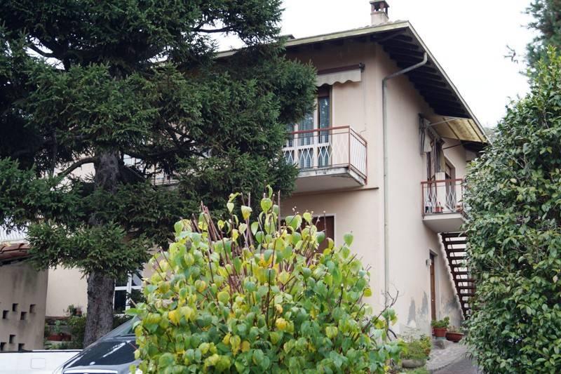 Villa in vendita a Mercallo, 6 locali, prezzo € 155.000 | CambioCasa.it