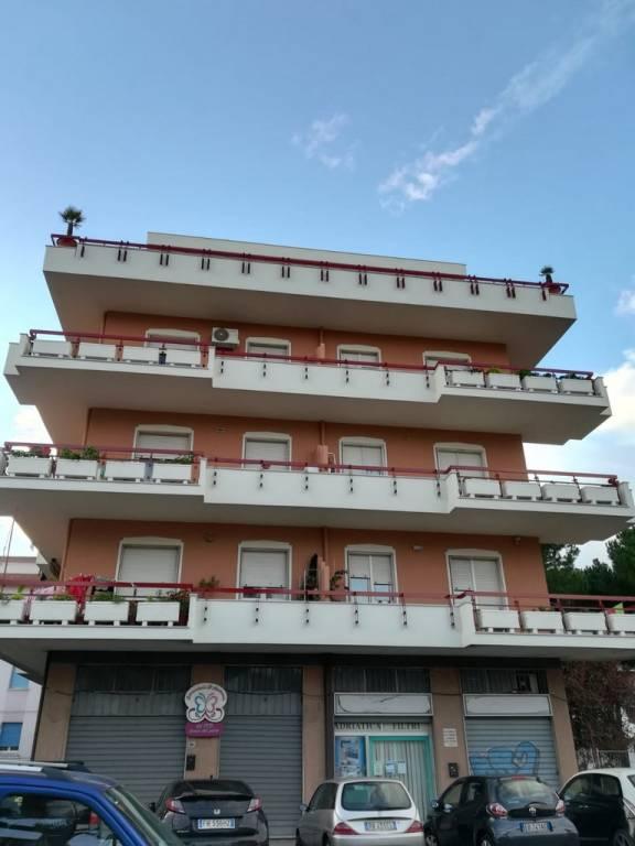 Appartamento in buone condizioni in vendita Rif. 9316123