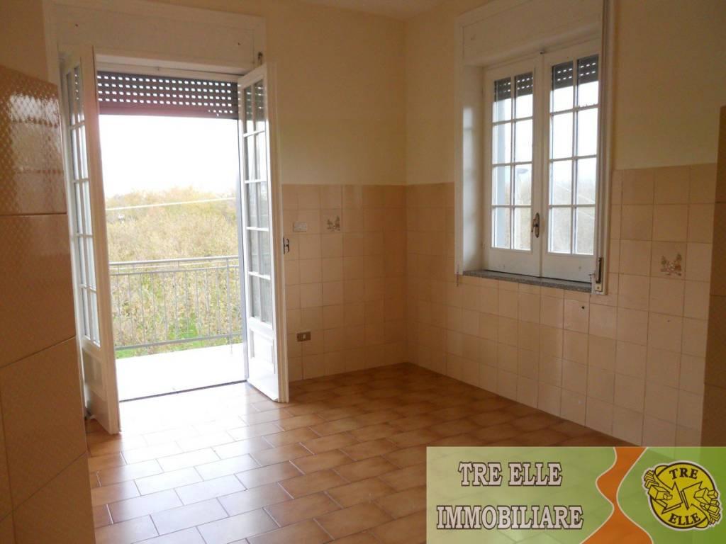 Appartamento in buone condizioni in affitto Rif. 8065346
