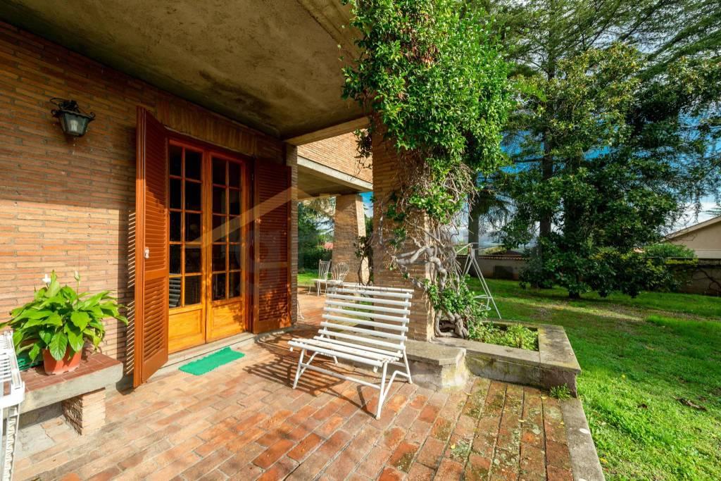 Villa in vendita a Sacrofano, 10 locali, prezzo € 750.000   CambioCasa.it