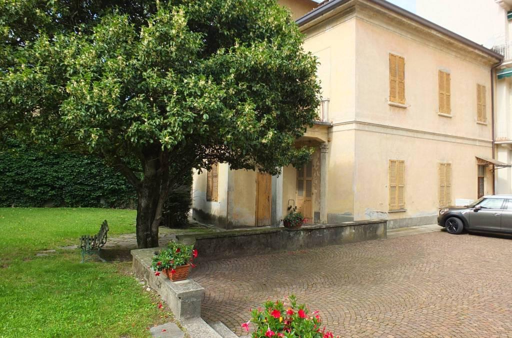 Soluzione Indipendente in vendita a Luino, 6 locali, prezzo € 270.000 | CambioCasa.it