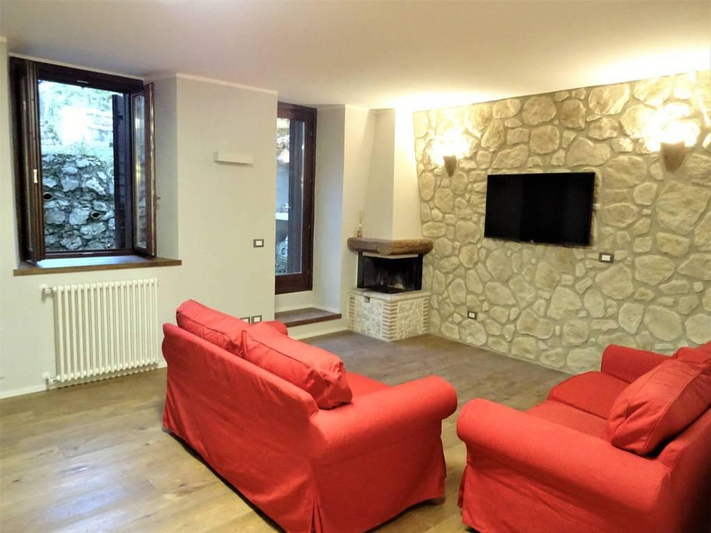 Appartamento in vendita a Rocca di Mezzo, 3 locali, prezzo € 150.000 | CambioCasa.it