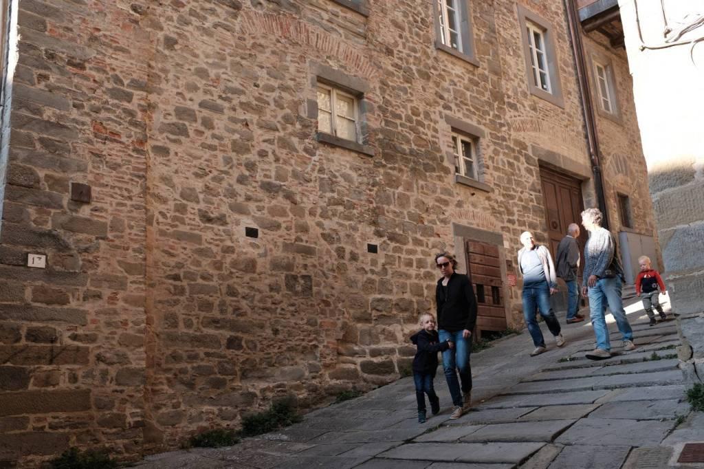 Negozio / Locale in affitto a Cortona, 3 locali, Trattative riservate | CambioCasa.it