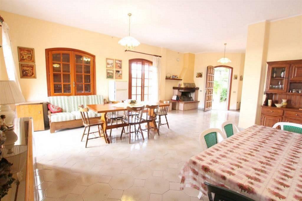 Villa in Vendita a Viagrande Centro: 5 locali, 320 mq