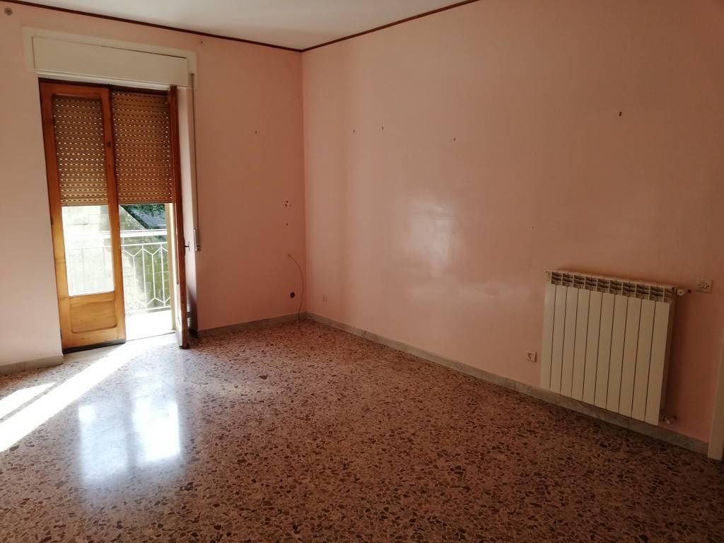 Appartamento in affitto a Caiazzo, 4 locali, prezzo € 350 | CambioCasa.it