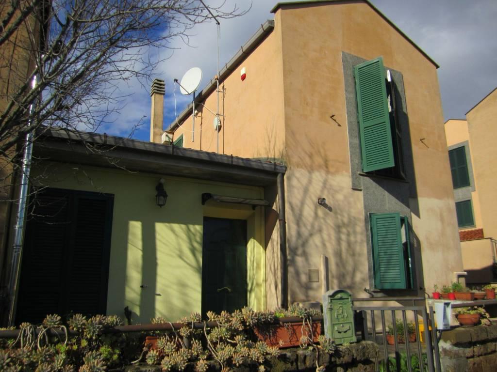 Villa in vendita a Sutri, 5 locali, prezzo € 189.000   CambioCasa.it