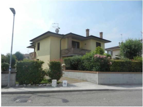 Appartamento in vendita a Curtatone, 3 locali, prezzo € 85.000 | CambioCasa.it
