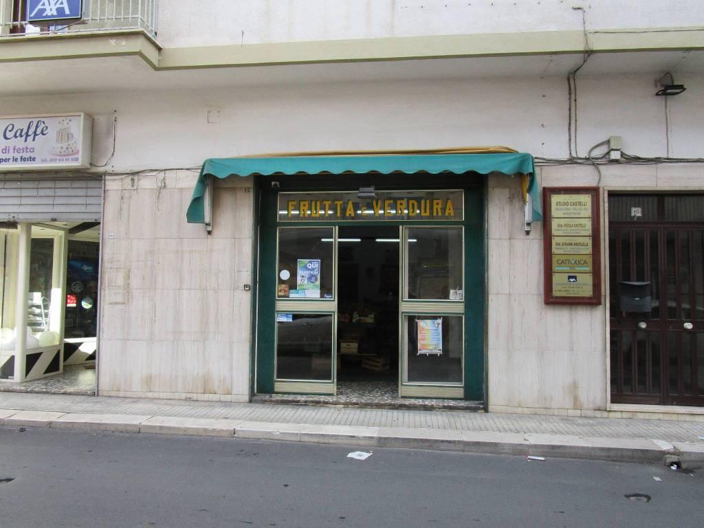 Negozio / Locale in vendita a Statte, 2 locali, prezzo € 65.000   CambioCasa.it
